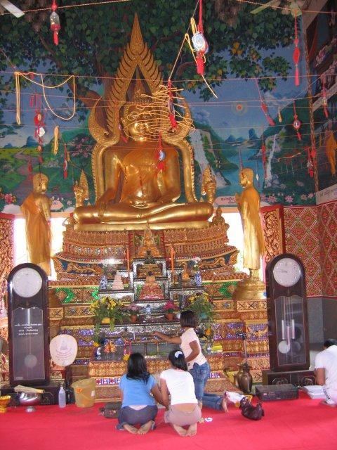 В тайском храме, Самуи