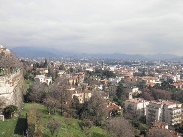 Вид на Нижний город с парапета Верхнего города
