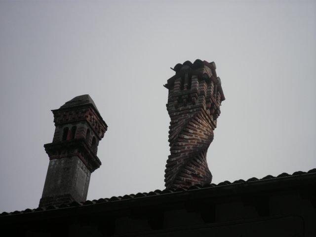Трубы на крышах домов