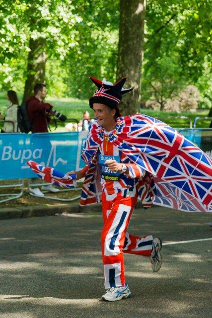 Периодически в марафоне мелькали такие веселые человечки :)
