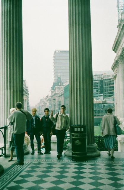 Возле Национальной галереи в Лондоне.